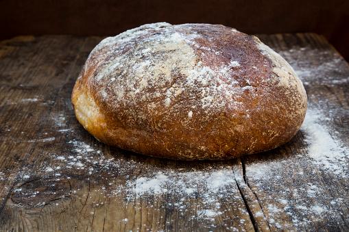 Loaf of Bread「Wheat bread powdered with flour on dark wood」:スマホ壁紙(4)