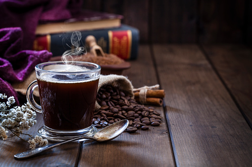 Coffee Break「Coffee backgrounds: coffee cup on rustic wooden table with copy space」:スマホ壁紙(10)