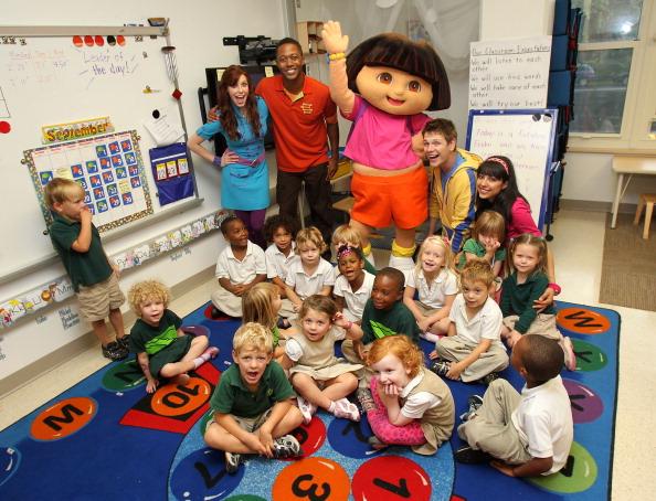 新鮮「Nickelodeon's The Fresh Beat Band And Dora The Explorer Visit Brent Elementary School In Southeast D.C.」:写真・画像(10)[壁紙.com]