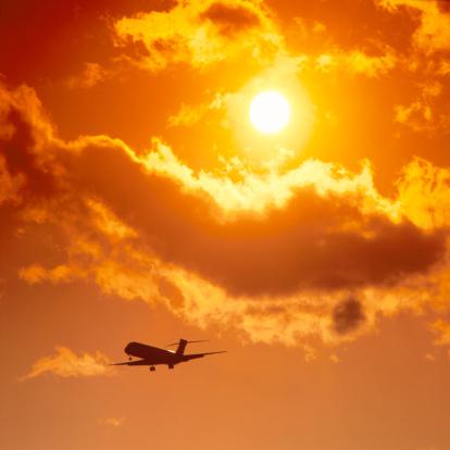 Passenger「Passenger aircraft against evening sky, silhouette」:スマホ壁紙(9)