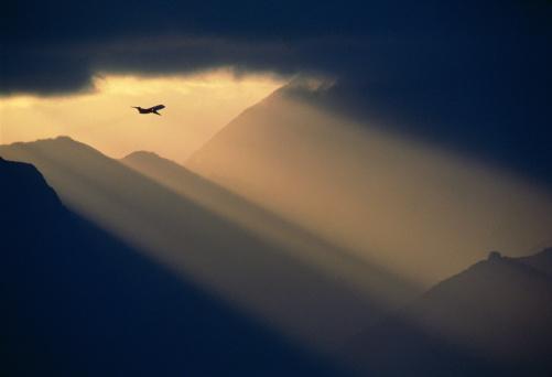 Passenger「Passenger aircraft taking off at sunset, Hawaii, USA」:スマホ壁紙(14)