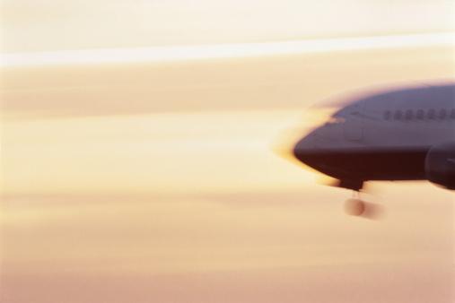 Passenger「Passenger aircraft on landing approach (blurred motion)」:スマホ壁紙(15)