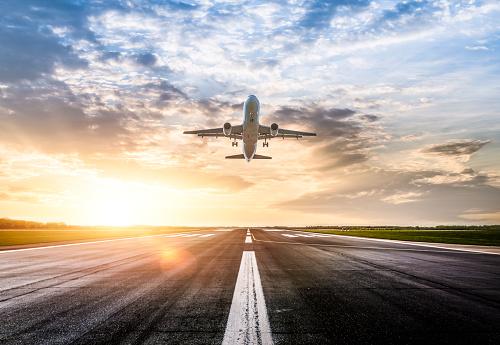 Airplane「Passenger airplane taking of at sunrise」:スマホ壁紙(16)
