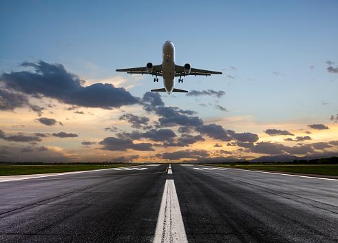 Travel「Passenger airplane taking off at sunset」:スマホ壁紙(6)