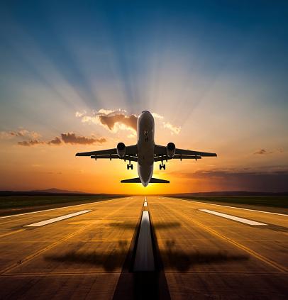 Vacations「Passenger airplane taking off at sunset」:スマホ壁紙(9)