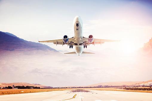 Approaching「Passenger airplane taking off at sunset」:スマホ壁紙(10)
