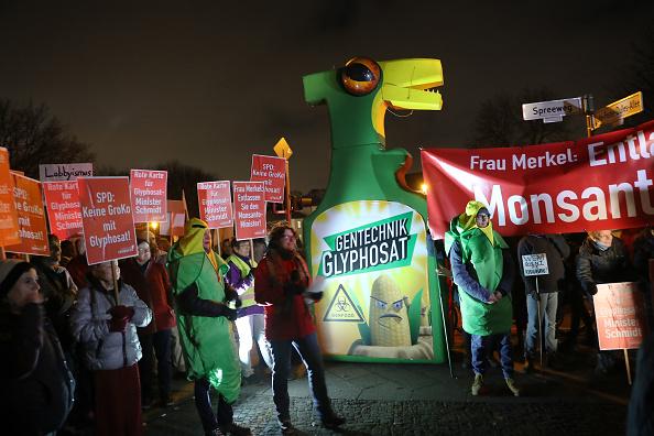 環境保護「Activists Protest Glyphosate License Renewal」:写真・画像(1)[壁紙.com]