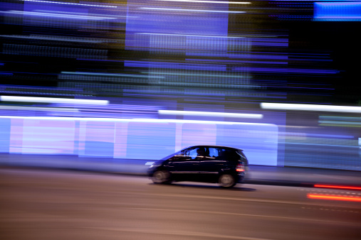 High Contrast「Champs-Élysées traffic with panning motion at night, Paris, France」:スマホ壁紙(15)