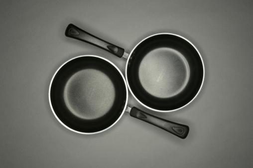 Two Objects「Two frying pans」:スマホ壁紙(1)