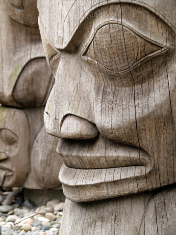 Indigenous Culture「Wooden totem on pebbles」:スマホ壁紙(16)