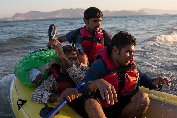 Dawn「Migrants Arrive On The Beaches Of Kos In Greece」:写真・画像(16)[壁紙.com]