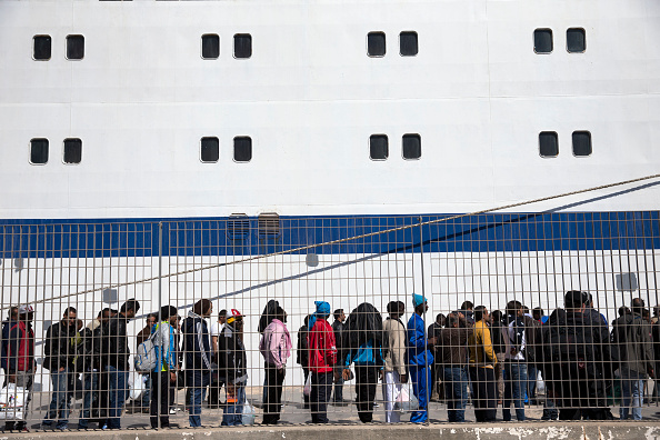 2015-2016 European Migrant Crisis「Migrants Crossing From North Africa Transit To Europe」:写真・画像(2)[壁紙.com]