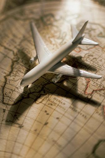 Latitude「Model airplane on globe」:スマホ壁紙(5)