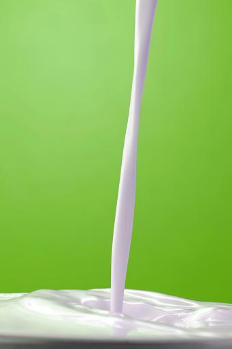 Pouring「Milk」:スマホ壁紙(2)