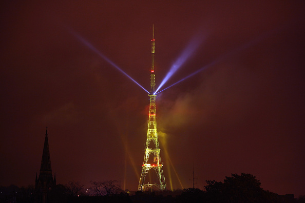 Dan Kitwood「The Crystal Palace Broadcast Tower Illuminated To Mark The Switch From Analogue To Digital Tv Services」:写真・画像(18)[壁紙.com]