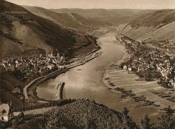 Water's Edge「Mosel. Alf-Bullay, 1931」:写真・画像(7)[壁紙.com]