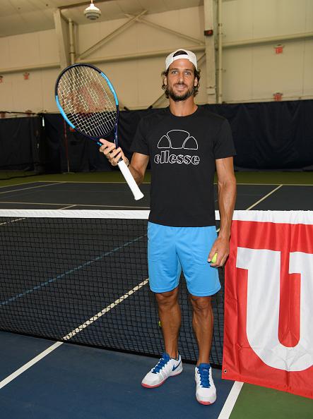 カメラ目線「Wilson And US Open Players Join Unsuspecting Fans For A Few Games On Court」:写真・画像(13)[壁紙.com]