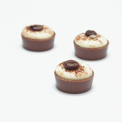 Praline「Capucchino pralines, close-up」:スマホ壁紙(3)