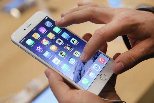 iPhone「Apple Starts iPhone 6 Sales In Germany」:写真・画像(3)[壁紙.com]