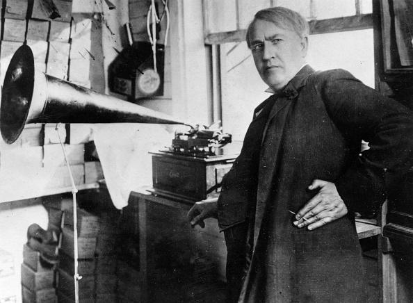 Gramophone「Thomas Edison With Standard Phonograph」:写真・画像(0)[壁紙.com]
