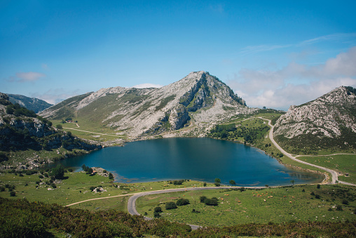 Eco Tourism「Lake in Picos de Europa」:スマホ壁紙(3)