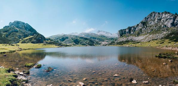 Eco Tourism「Lake in Picos de Europa」:スマホ壁紙(3)