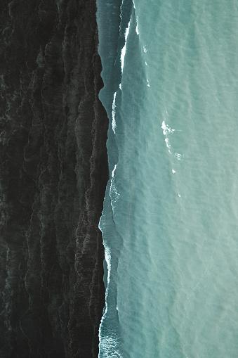 火山「Black beach and the atlantic ocean, Iceland」:スマホ壁紙(10)