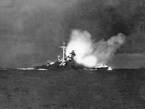 Ship「German battleship Bismarck and german cruiser warship Prinz Eugen during naval battle against english battleships Hood and Prince of Wales may 24, 1941 on the road to Denmark which ended by the shipwreck of Hood (only 3 survivors over 1428 men) picture ta」:写真・画像(16)[壁紙.com]