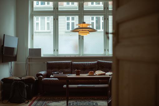 Despair「Life during covid-19 pandemic lockdown: empty home living room」:スマホ壁紙(8)