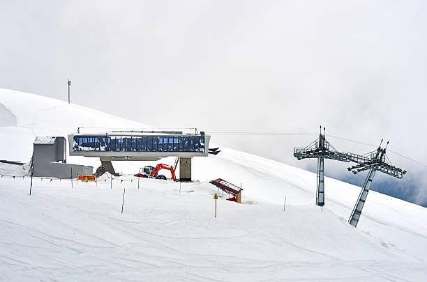 ski lift slope mountain, white snow and clouds:スマホ壁紙(壁紙.com)