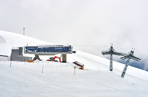 スノーボード「ski lift slope mountain, white snow and clouds」:スマホ壁紙(8)