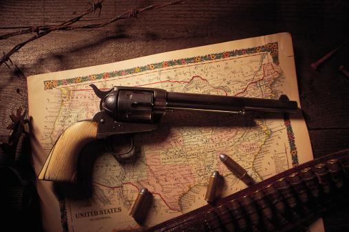 Belt「Vintage revolver with bullets and map」:スマホ壁紙(5)