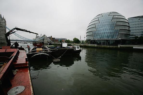 Hydraulic Platform「Tidy Thames Refuse Barge In Operation in London」:写真・画像(15)[壁紙.com]