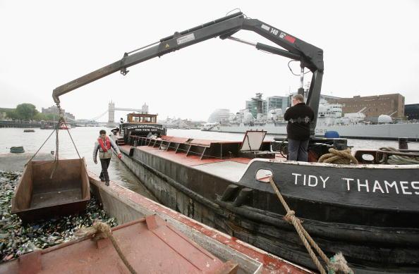 Hydraulic Platform「Tidy Thames Refuse Barge In Operation in London」:写真・画像(18)[壁紙.com]