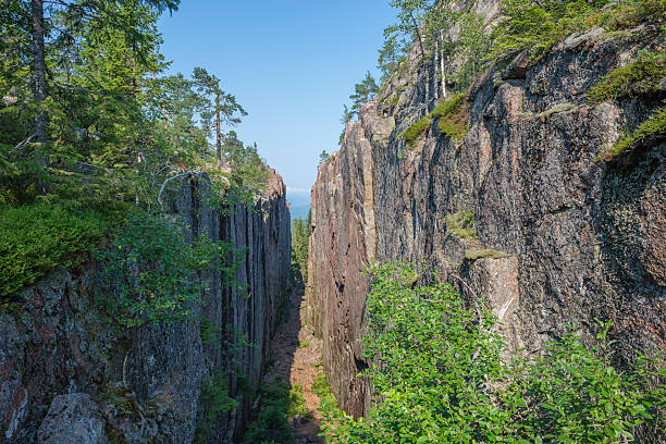 Sweden, Vaesternorrland County, Skuleskogen National Park, Slottdalsskrevan gorge:スマホ壁紙(壁紙.com)