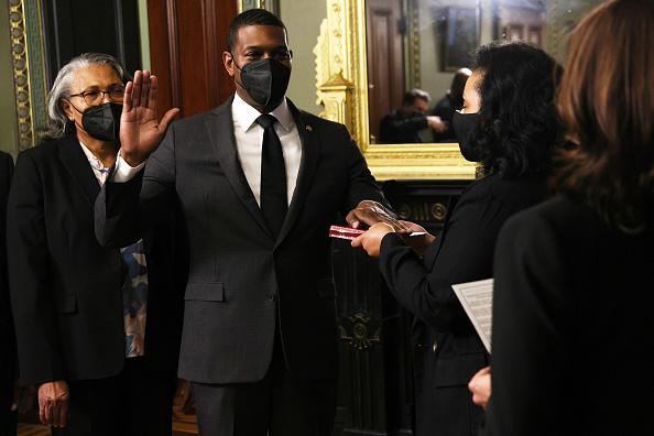 Environmental Protection Agency「Vice President Harris Swears In New EPA Administrator Michael Regan」:写真・画像(9)[壁紙.com]