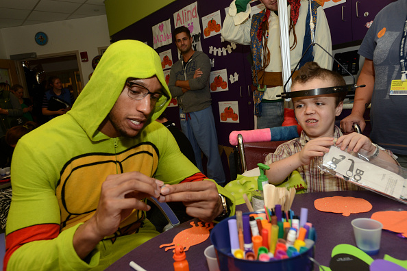 Evan Turner「Boston Celtics Celebrate Halloween With Boston Children's Hospital」:写真・画像(7)[壁紙.com]