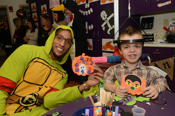 Evan Turner「Boston Celtics Celebrate Halloween With Boston Children's Hospital」:写真・画像(1)[壁紙.com]