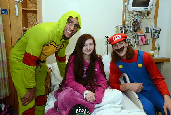 Evan Turner「Boston Celtics Celebrate Halloween With Boston Children's Hospital」:写真・画像(5)[壁紙.com]