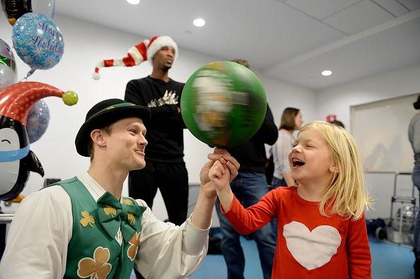 キャラクター「Celtics Visit Boston Children's Hospital for Crafting and Caroling with Patients」:写真・画像(19)[壁紙.com]