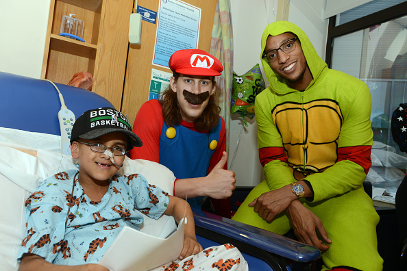 Evan Turner「Boston Celtics Celebrate Halloween With Boston Children's Hospital」:写真・画像(4)[壁紙.com]