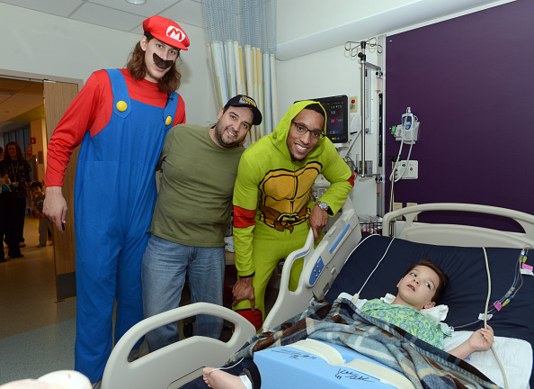Evan Turner「Boston Celtics Celebrate Halloween With Boston Children's Hospital」:写真・画像(9)[壁紙.com]