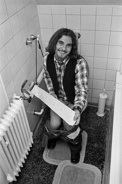 Toilet「Olympic Photo Shoot」:写真・画像(2)[壁紙.com]