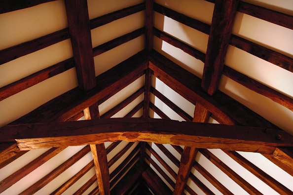 Support「The Merchant's House in Shepton Mallet, Somerset on the Buildings at risk register. Detail of the roof construction which uses principal rafter butt purlins with cranked collars.」:写真・画像(1)[壁紙.com]