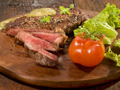 Herb Sauce「Grilled rib eye steak with herb sauce on wood」:スマホ壁紙(4)