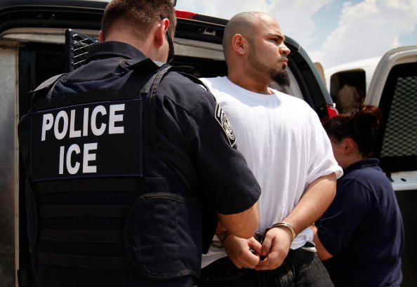 Law「Illegal Aliens Repatriated By US Immigration And Customs Enforcement」:写真・画像(1)[壁紙.com]