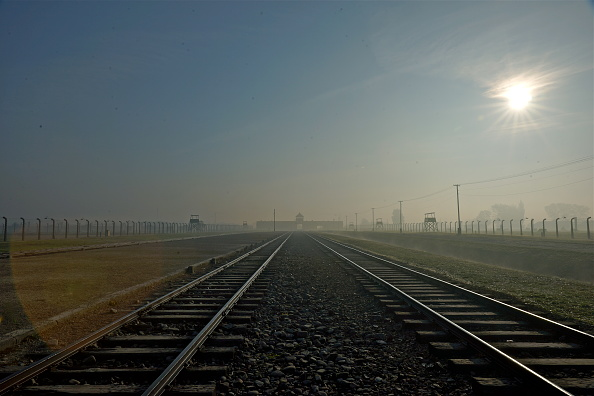 Diminishing Perspective「Auschwitz-Birkenau Memorial And Museum」:写真・画像(10)[壁紙.com]