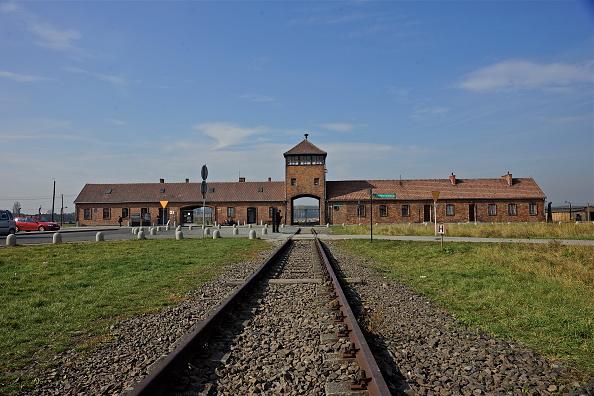 Railroad Track「Auschwitz-Birkenau Memorial And Museum」:写真・画像(7)[壁紙.com]