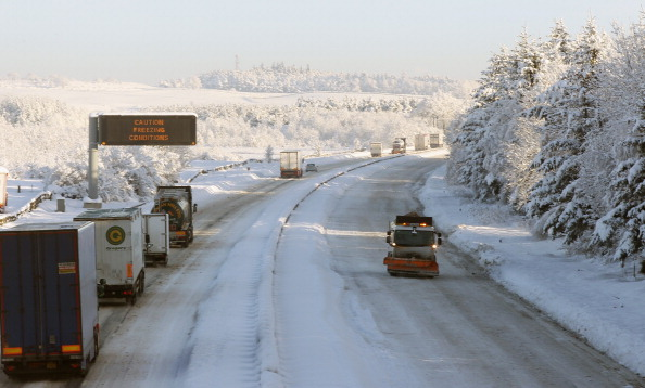 City Life「Scotland Comes To A Standstill As Roads And Airports Are Closed And Blocked Due To Snow Fall」:写真・画像(1)[壁紙.com]