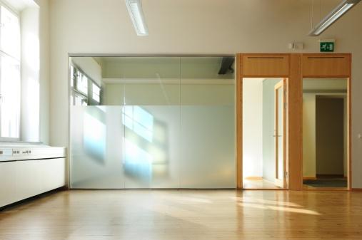 Fashion「To Rent: Bright sunlit office」:スマホ壁紙(2)